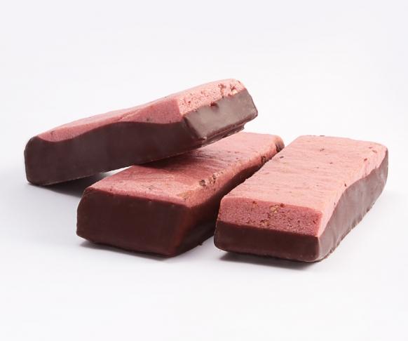 Tyčinka s červeným ovocem a čokoládovou polevou, 7 kusů